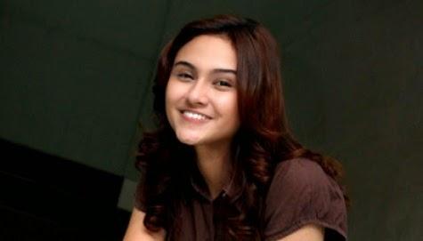 Profil Artis Cantik Multitalenta Zee Zee Shahab Up24date